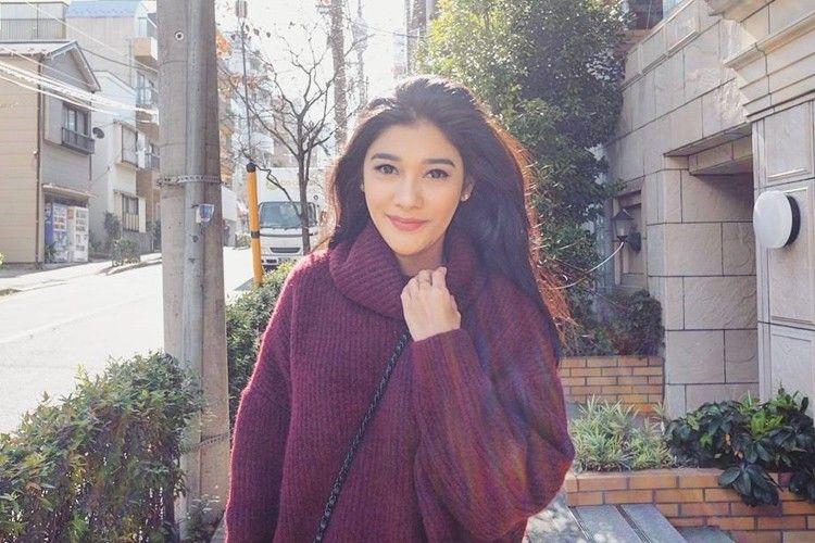 Awet Muda seperti Ibunya, Ini 7 Potret Manis Naysilla Mirdad