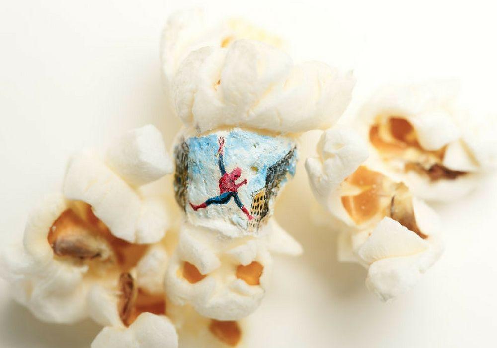 Unik! Seniman Ini Lukis Karyanya Melalui Popcorn
