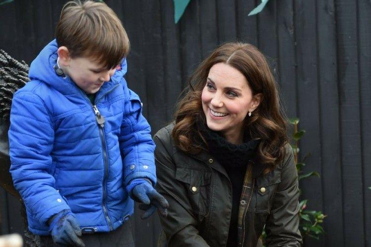 Anggun! Potret Kate Middleton Bersama Anak-anak yang Bikin Meleleh