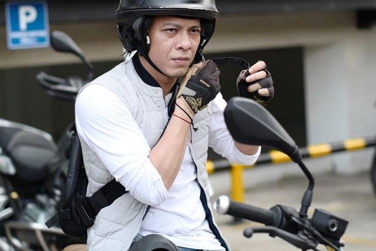 Wow Berkantong Tebal, 6 Selebritas Pria Ini Hobi Naik Motor Gede