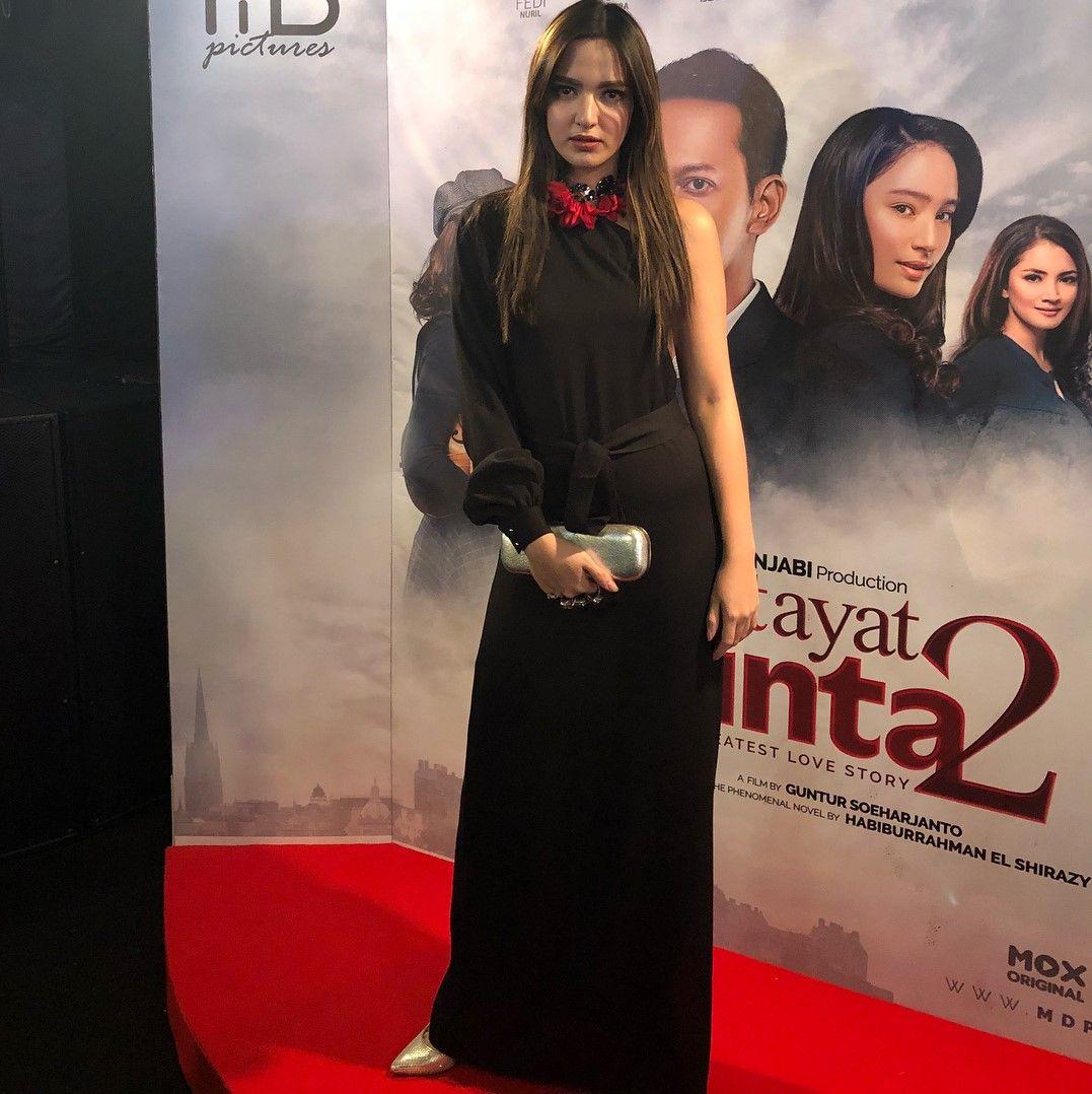 Penampilan Mewah Para Seleb Di Red Carpet Premiere Ayat Ayat Cinta 2