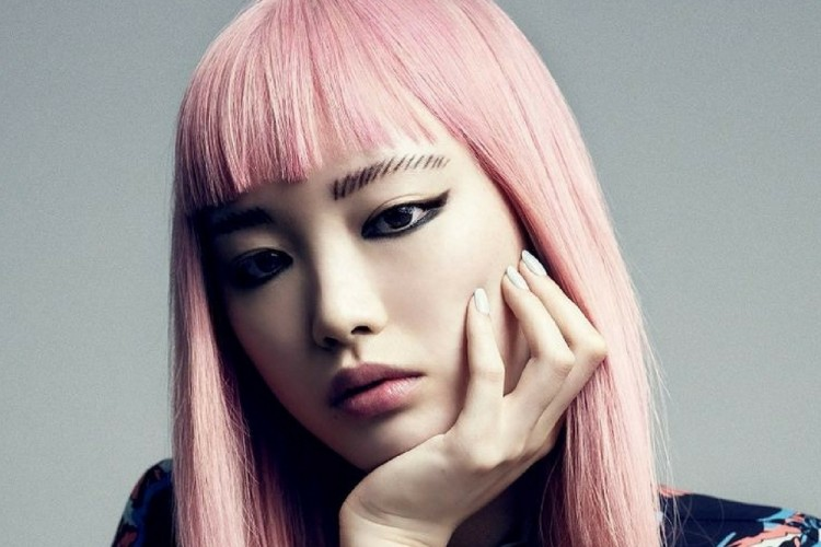 7 Gaya Rambut Berponi yang akan Bikin Penampilan Tampak Lebih Muda dea3b424b3