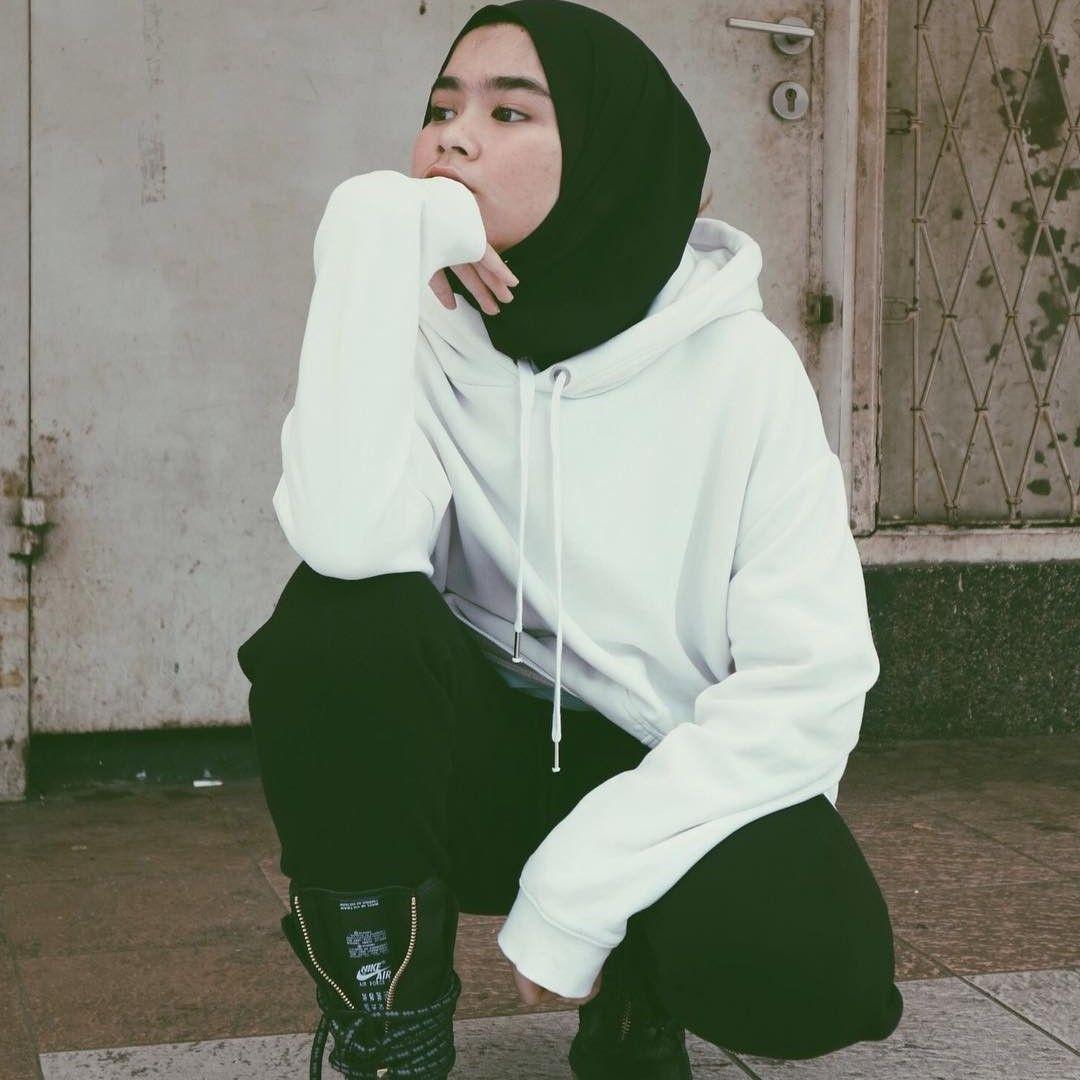 Hoodie dan Sweater jadi Pilihan Busana yang Tepat di Cuaca Dingin