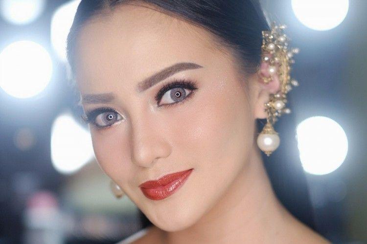 7 Pesona Makeup Elegan Ririn Ekawati yang Patut Ditiru
