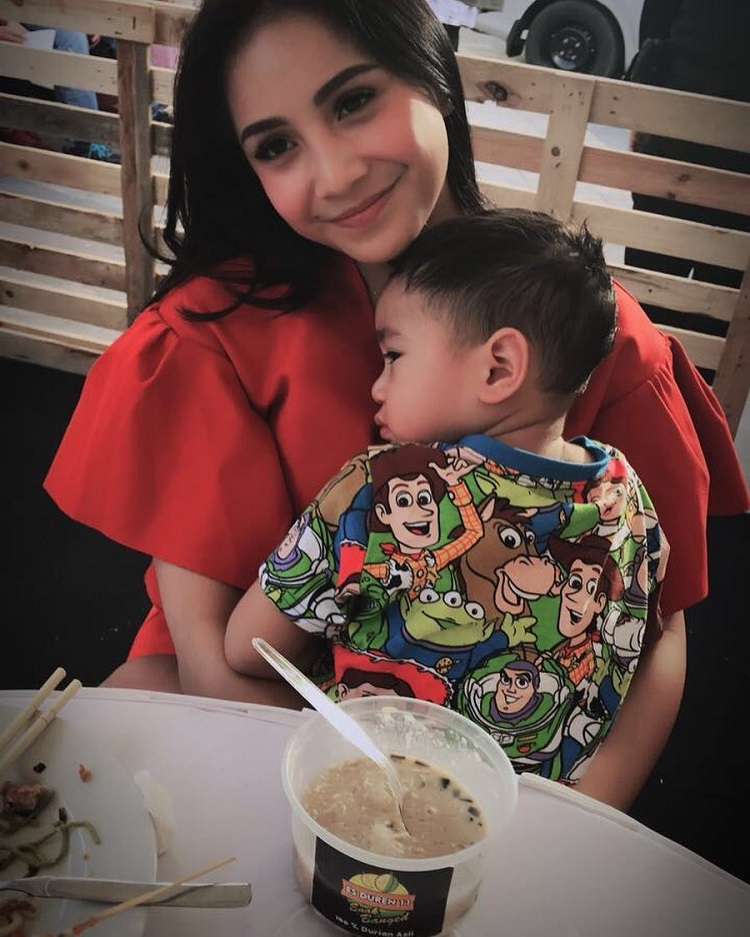 Ini Bukti Nagita Slavina Tetap Jalankan Peran Sebagai Ibu Rumah Tangga yang Baik
