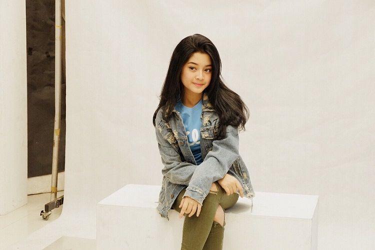Trendi dan Enggak Ribet, Ini Gaya Yoriko Angeline Pemain Film Dilan 1990