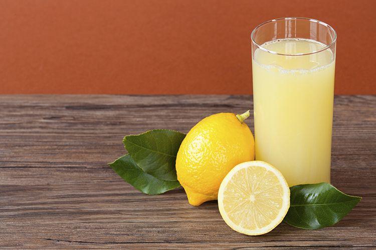 7 Makanan dan Minuman yang Perlu Dihindari Saat Sakit Tenggorokan