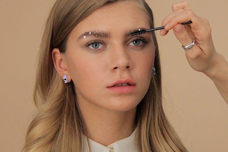 7 Rekomendasi Eyebrow Powder untuk Alis Sempurna