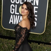 Tampil Memesona di Golden Globes 2018, Ini 4 Tips Makeup Penélope Cruz