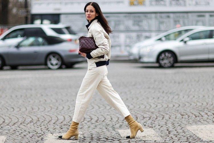 Curi Ide Tampil Keren saat Memakai Celana Jeans Putih