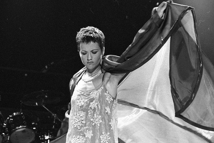 Menilik Kiprah Dolores O'Riordan, Vokalis The Cranberries yang Meninggal Dunia
