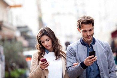 7 Tanda Media Sosial Sudah Menguasai Hubungan Percintaan Kamu