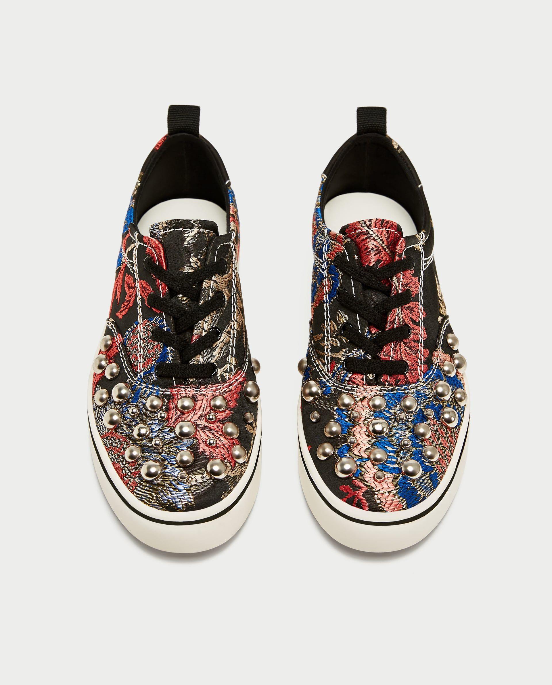 #PopbelaOOTD: Biar Keren, Yuk Pakai Sneakers Zaman Now Ini!