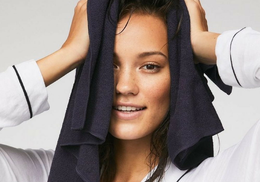Keringkan Rambut - Cara Mengatasi dan menghilangkan ketombe secara alami