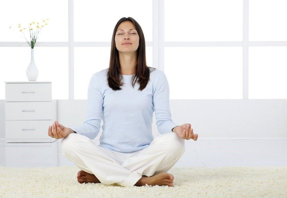 5 Gerakan Yoga Mudah untuk Tidur Lebih Nyenyak