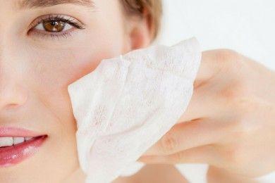 6 Efek Berbahaya Membersihkan Wajah Tisu Basah