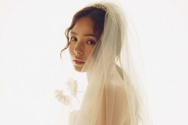 Resmi Menikah, Ini Penampilan Memesona Min Hyo Rin di Hari Bahagia
