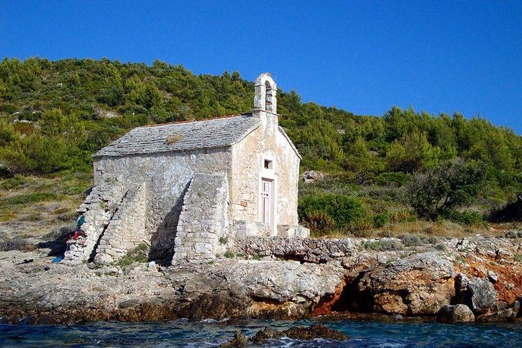 Buat Kamu yang Suka Pantai, 10 Pulau di Dunia Ini Wajib Ada di Wish List Kamu