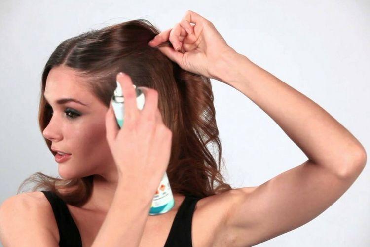 6. Gunakan dry shampoo. Ini Rahasia Hasil Blow Rambut yang Tahan Lama 1941432b35