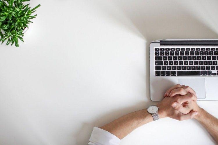 7 Cara Ampuh Hadapi Rekan Kerja yang Sombong, Buktikan Sendiri Ya!