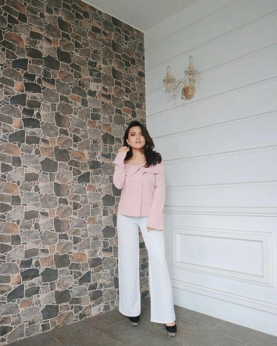 Inspirasi Busana Nuansa Pink Untuk Hari Valentine a la Selebriti