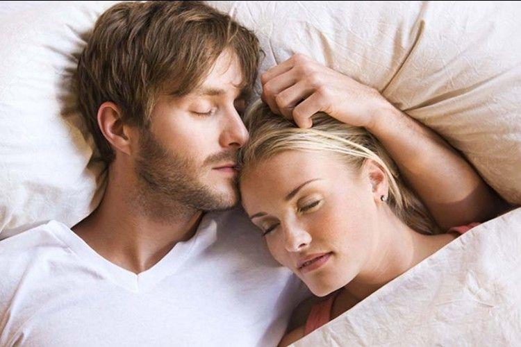 5 Manfaat Tak Terduga Punya Jam Waktu Tidur Berbeda dengan Suami