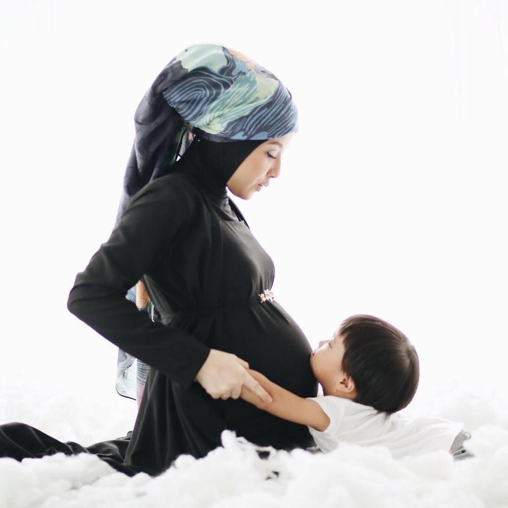 7 Inspirasi Maternity Shoot Murah Meriah dari Artis Indonesia