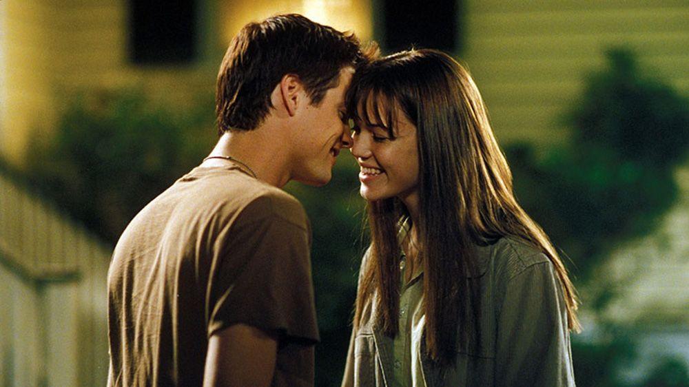 9 Alasan Kenapa Kamu Masih Suka Ingat pada Cinta Pertama