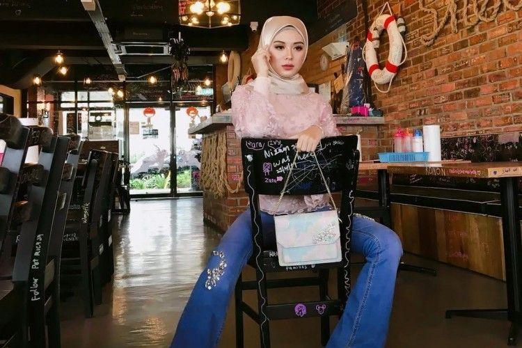 Penampilan Ayana Moon, Mantan Personel Girlband Korea yang Memakai Hijab