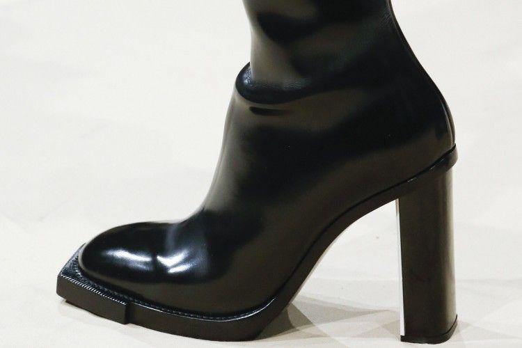 Sepatu Boots Keren di Paris Fashion Week 2018
