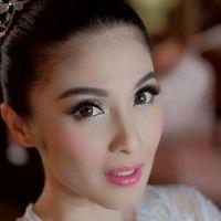 7 Artis Indonesia Ini Pilih Makeup Lembut di Hari Pernikahannya