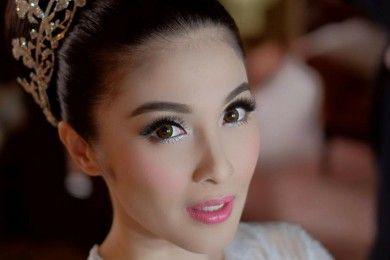 7 Artis Indonesia Ini Pilih Makeup Lembut Hari Pernikahannya