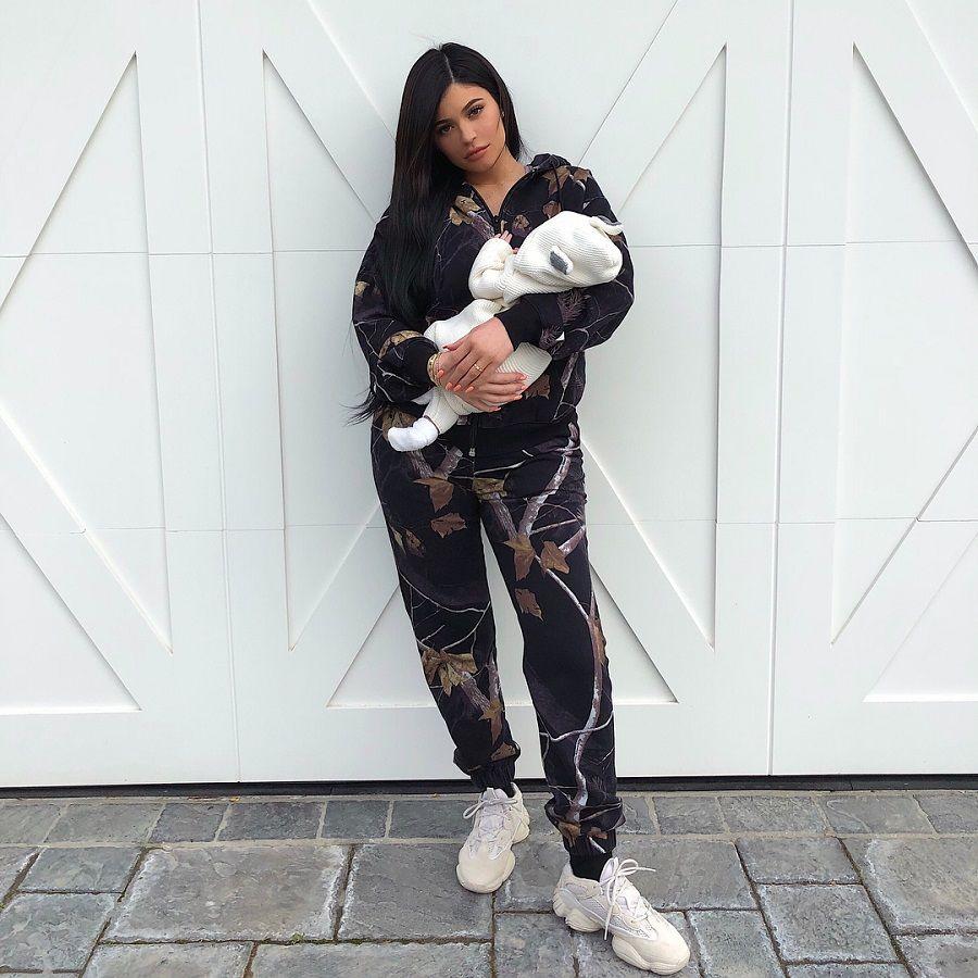 Transformasi Gaya Kylie Jenner yang Kontroversial