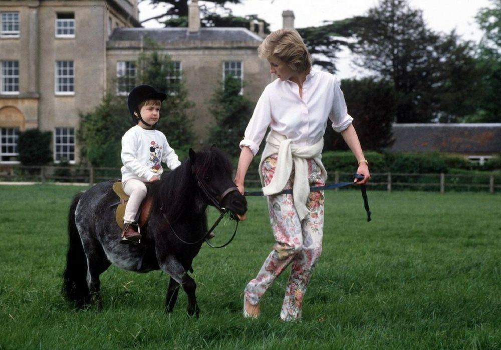 7 Momen Princess Diana Sebagai Seorang Ibu pada Umumnya
