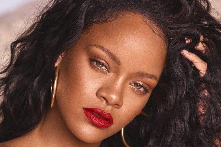 Selain Rihanna, Selebritas Hollywood Ini Juga Naik Transportasi Umum Lho