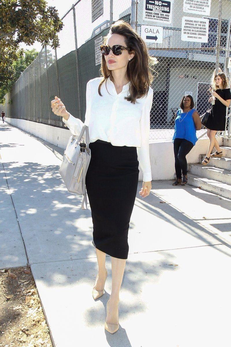 Curi Ide Berbusana ke Kantor dari Angelina Jolie yang Klasik dan Elegan