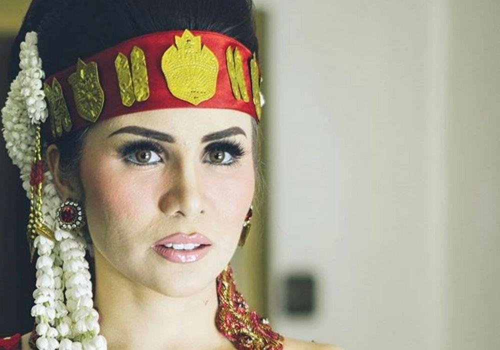 5 Inspirasi Makeup Pengantin Adat Batak a la Artis