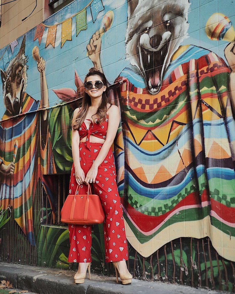 5 Foto Kekinian dengan Penampilan Stylish a la Fashion Influencer Anaz Siantar
