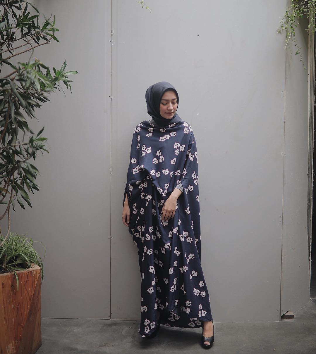 12 Gaya Foto Kekinian Mega Iskanti Tampil Cantik Dengan Hijab