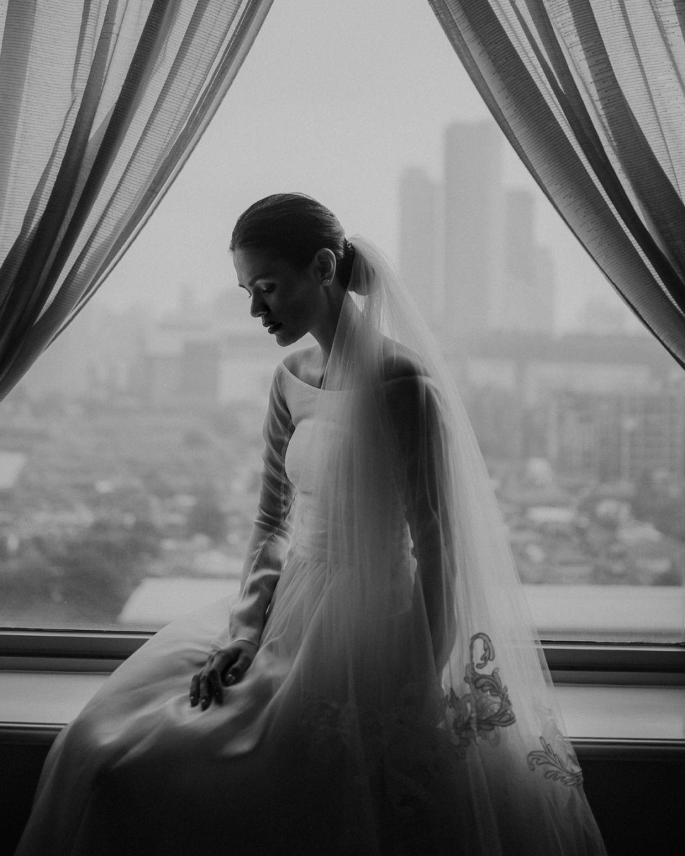 Tampak Menawan di Hari Pernikahannya, Aquila Firrina Memilih Mengenakan Gaun Klasik