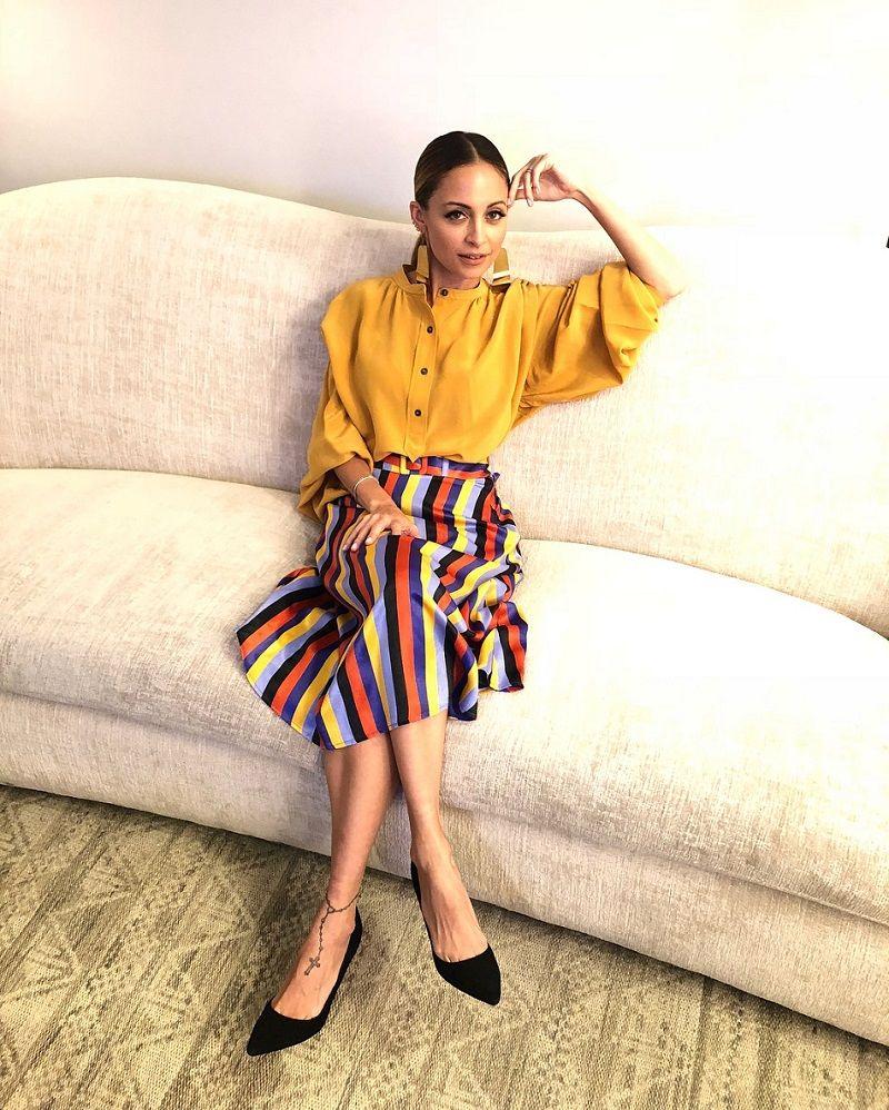 Nicole Richie hingga Gal Gadot, Para Artis yang Selalu Tampil Colorful