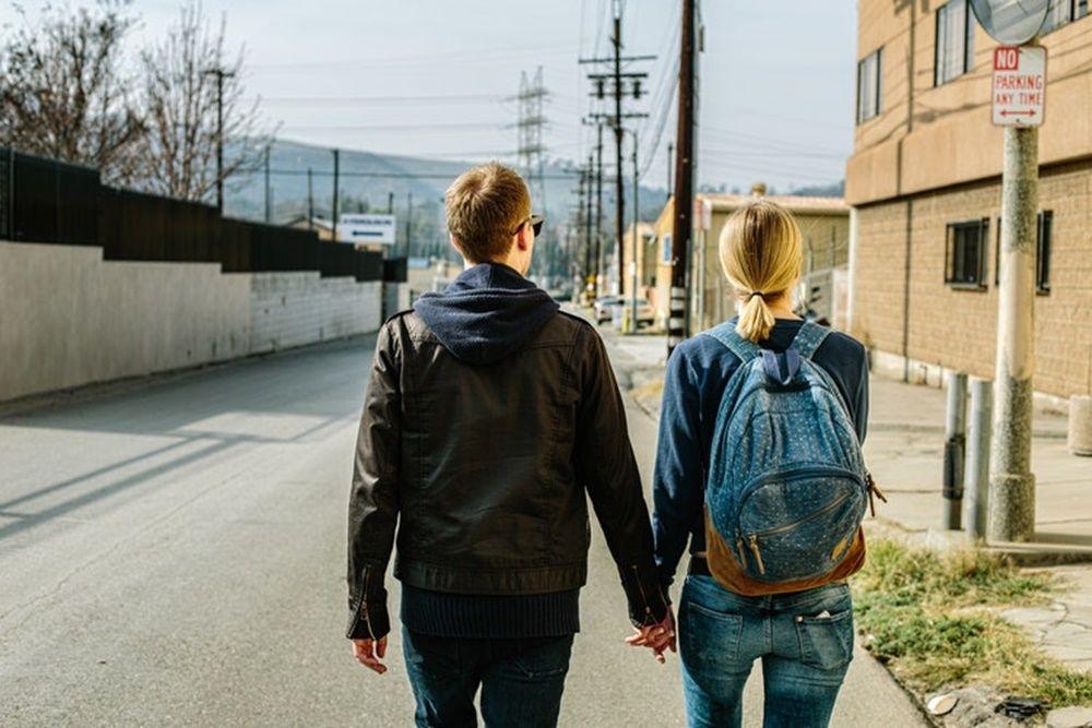 9 Cara Manis Membuat Pacarmu Bahagia Sepanjang Hari