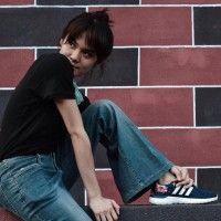Selalu Pakai Sneakers, Ini 5 OOTD Asik Sheryl Sheinafia