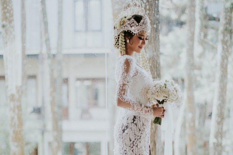 5 Selebriti Ini memilih Memakai Kebaya Adat Sunda di Hari Pernikahannya