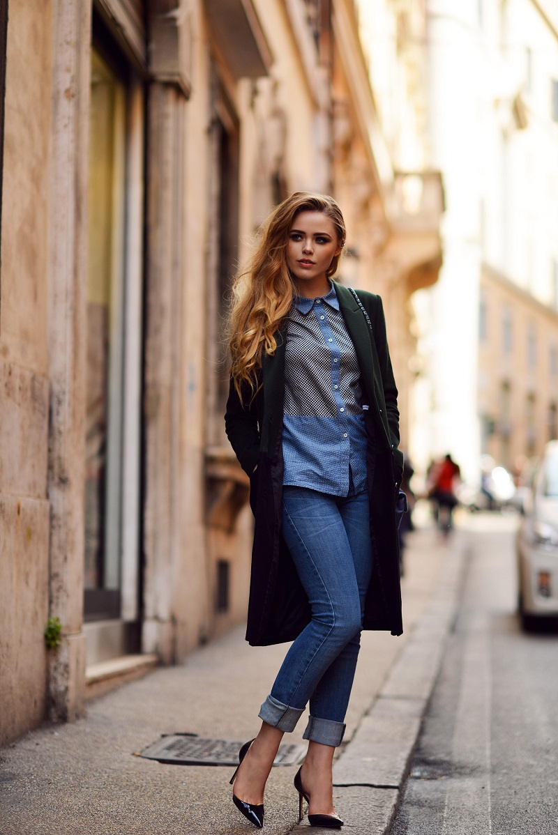 Wajib Coba! Tren Celana Jeans Dilipat yang Diprediksi Akan Kembali Hits