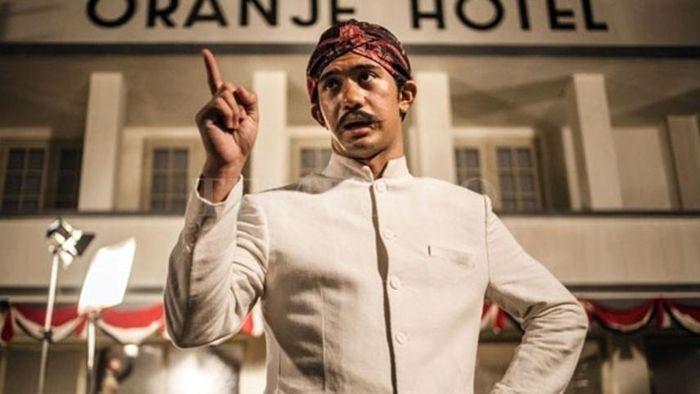 5 Tokoh Besar yang Berhasil Diperankan Oleh Reza Rahardian