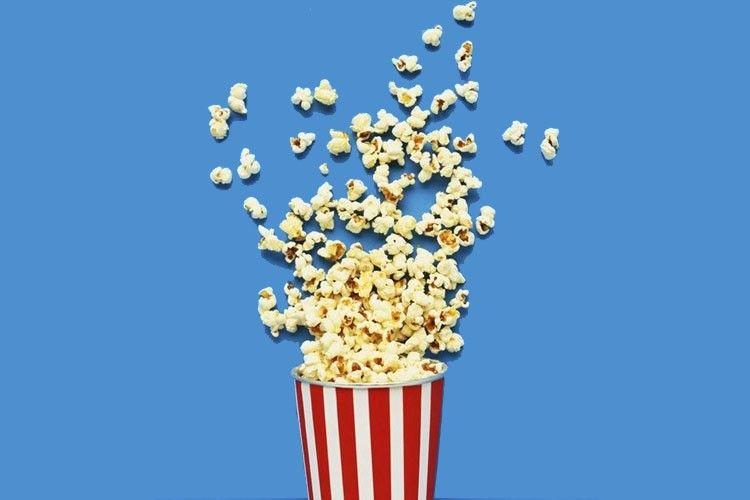 Punya Wajah Menarik Seperti Arits, Penjual Popcorn Ini Langsung Viral