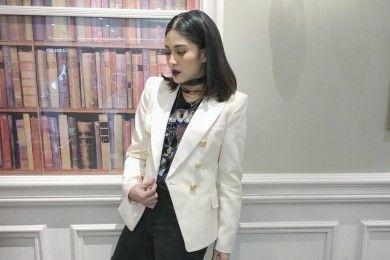 5 Cara Seru Mix N Match Pakai Blazer dari Seleb Lokal