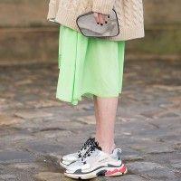 5 Cara Memakai 'Ugly Sneakers' yang Keren!