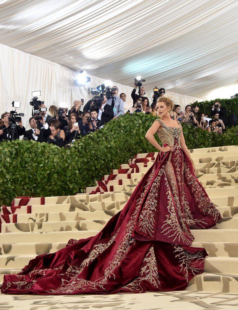 28 Busana Penuh Drama di Red Carpet Met Gala 2018
